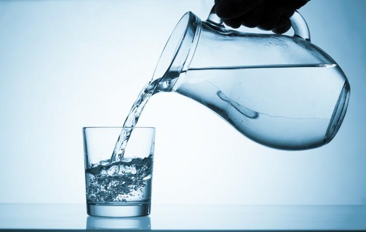 Ce qui se passe dans votre estomac 30 minutes après avoir bu de l'eau