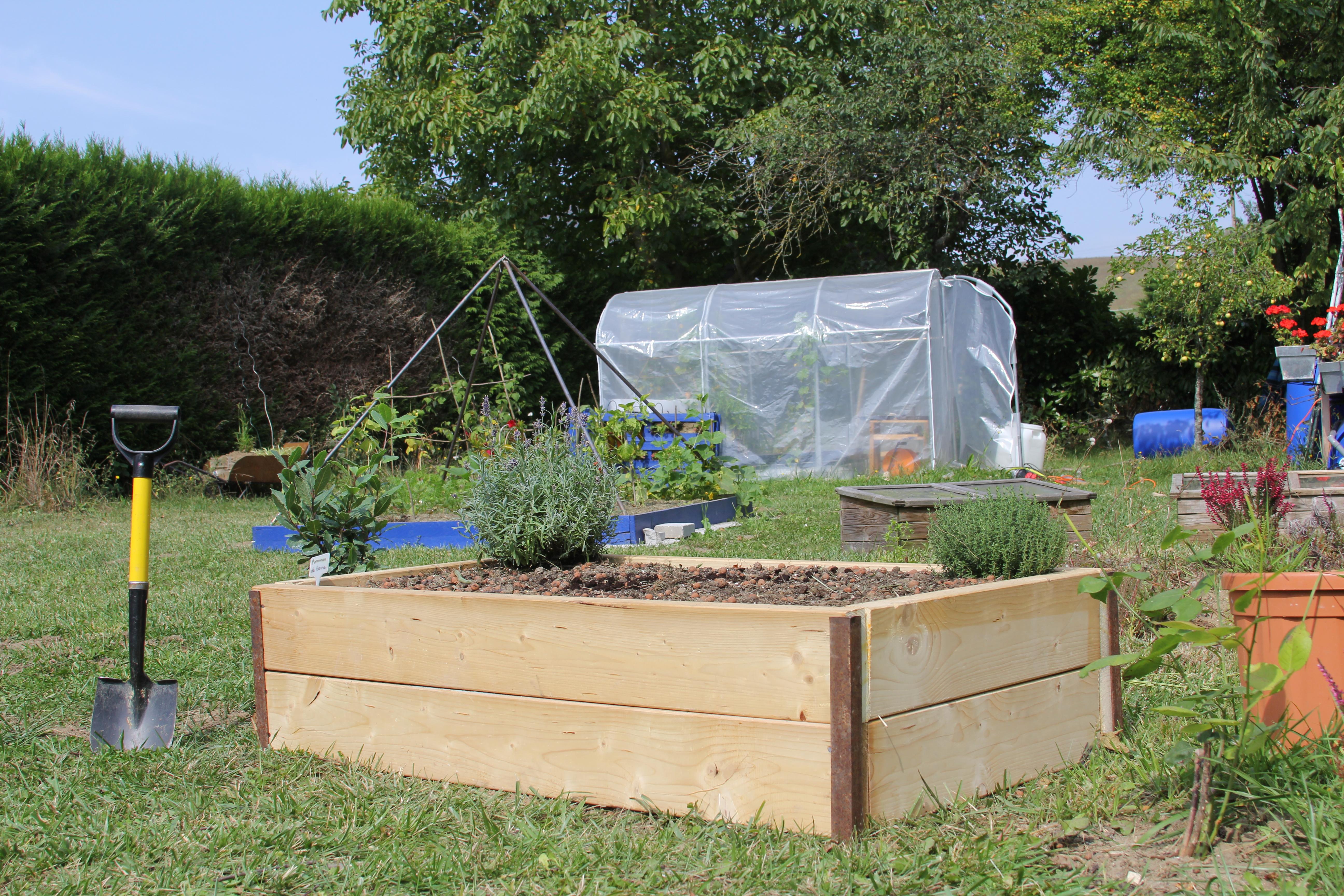 Cr ation d 39 une petite butte de culture coffr e permaculture for Creer une butte permaculture