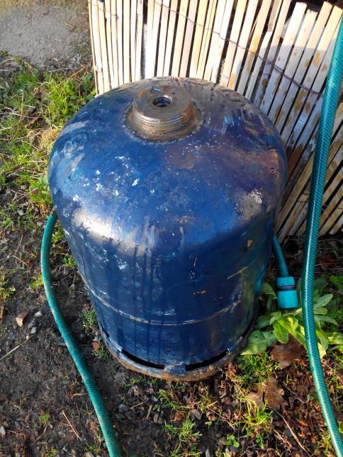 bouteille de gaz remplie d'eau