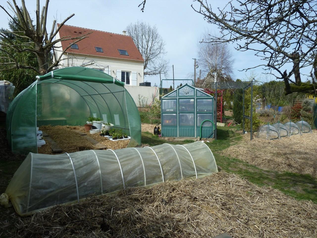 Petite serre tunnel fait maison permaculture for Arbalete fait maison puissante