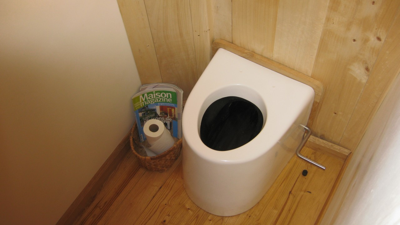 R aliser ses toilettes s ches permaculture for Toilettes seches exterieures